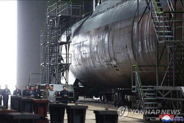 Triều Tiên chuẩn bị hạ thủy tàu ngầm tên lửa đạn đạo đầu tiên