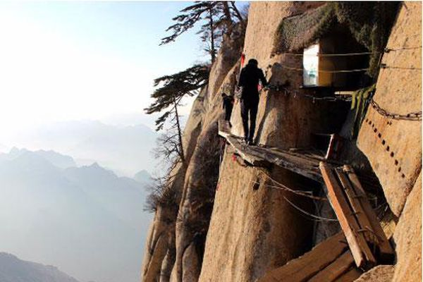 Những cung đường đi bộ nguy hiểm nhất thế giới