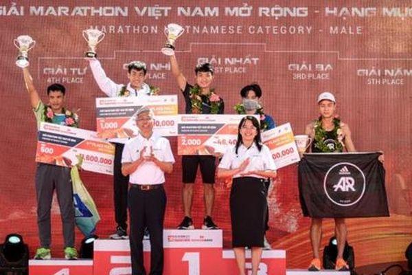Trao giải Marathon quốc tế TPHCM năm 2021