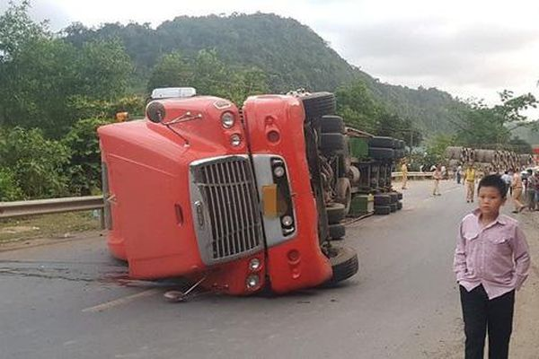 Quảng Trị: Hai ngày cuối tuần xảy ra 3 vụ tai nạn xe đầu kéo khiến 3 người tử vong