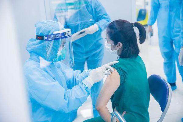Việt Nam hoàn thành tiêm vaccine COVID-19 cho hơn 58.000 người