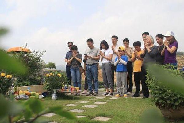 Người Hà Nội tranh thủ cuối tuần đi tảo mộ Tết Thanh minh