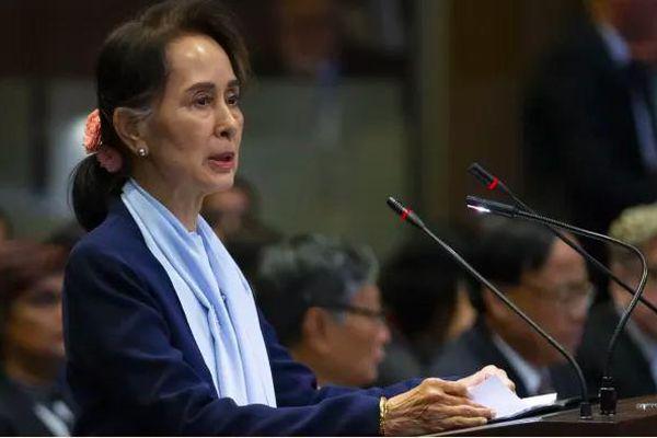 Bà Aung San Suu Kyi bị cáo buộc thêm tội danh