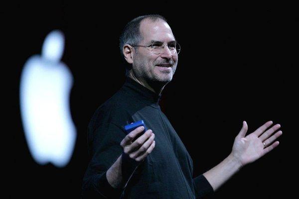 Lý do Steve Jobs chỉ mặc một kiểu quần áo