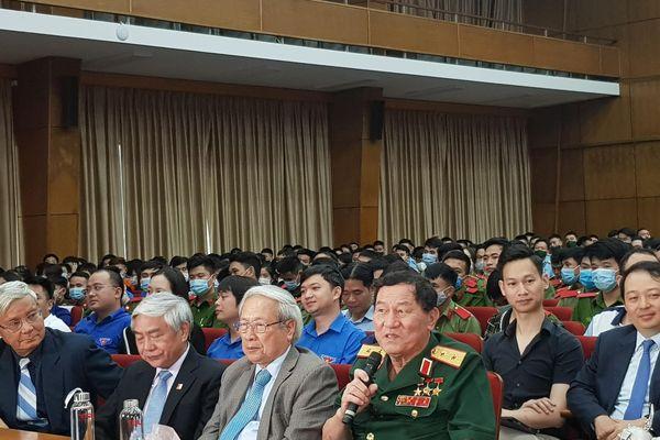 Trung tướng Phạm Tuân truyền lửa đam mê vũ trụ cho giới trẻ