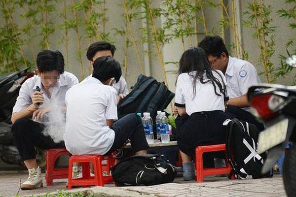Thuốc lá điện tử: 'Cạm bẫy hương vị' chốn học đường