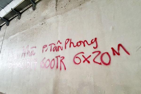 Vẽ bậy ở hầm chui Tân Phong