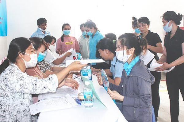Chăm sóc sức khỏe cho công nhân nữ