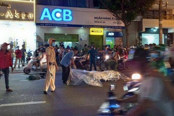 Người đàn ông tử vong sau va chạm xe khách, giao thông ùn tắc kéo dài