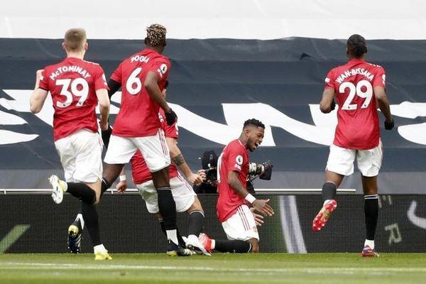 Man Utd ngược dòng ngoạn mục đánh bại Tottenham
