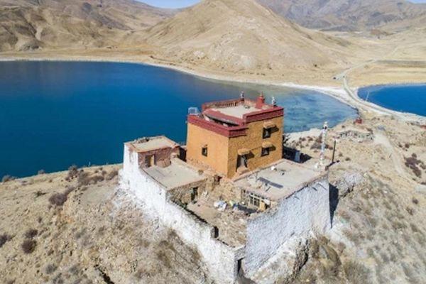 Ngôi đền cô đơn nhất thế giới ở Tây Tạng