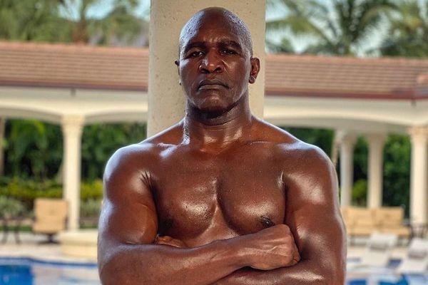 Tay đấm 58 tuổi trở lại sàn đấu