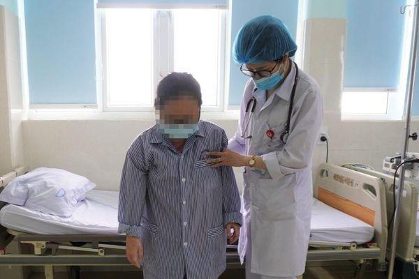 Cô gái 17 tuổi bị tai biến mạch máu não giữa đêm