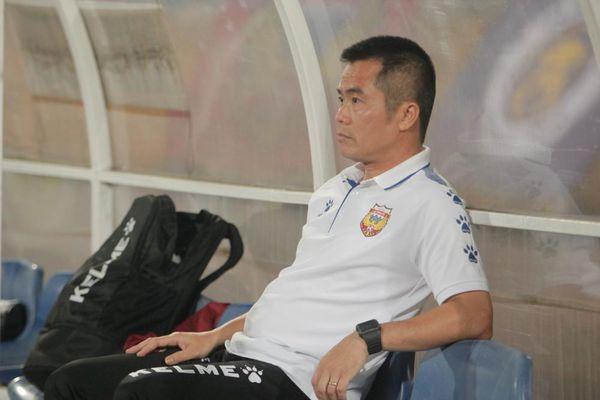4 thuyền trưởng mất ghế sau 9 vòng đấu, V-League vẫn là 'lò xay' HLV?