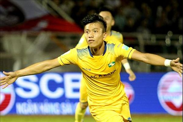 HLV Phan Thanh Hùng: 'Văn Đức quá xuất sắc, chơi như cầu thủ ngoại'