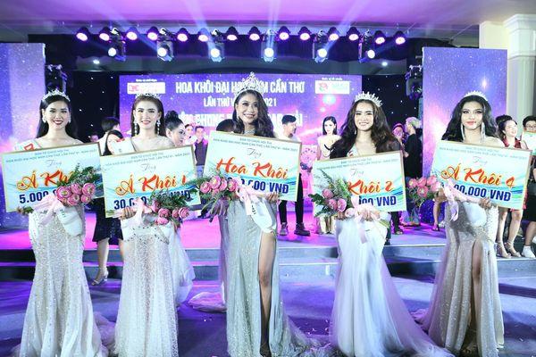 Nữ sinh Thạch Thu Thảo đăng quang Hoa khôi đại học Nam Cần Thơ 2021