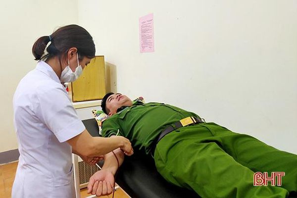 Trong đêm, Trung úy công an Hà Tĩnh hiến máu để cứu sản phụ