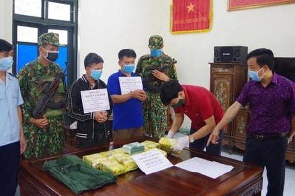 Chặn ô tô bắt 2 đối tượng vận chuyển 11kg ma túy từ Hà Tĩnh ra Hà Nội