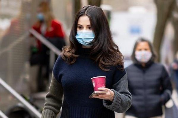 Selena Gomez xinh đẹp trở lại phim trường sau cảnh quay bị cảnh sát còng tay và áp giải