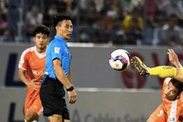 Bạo lực V-League có 'bóng dáng' trọng tài