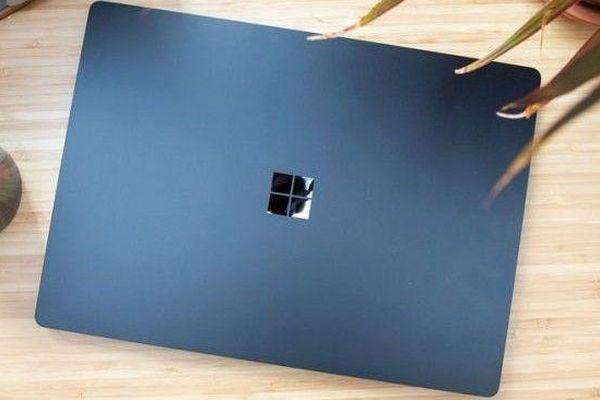 Microsoft ra laptop mới đối đầu MacBook Air