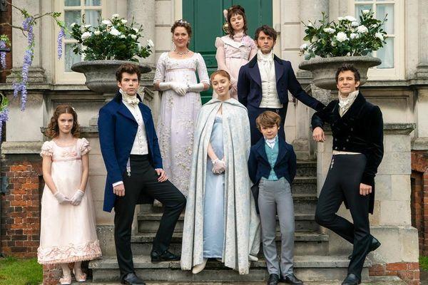 'Bridgerton' chuyển thể từ tác phẩm của Julia Quinn có mùa ba và bốn