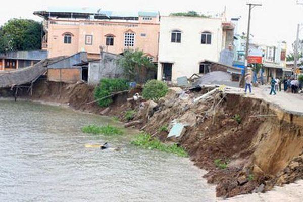 Lãnh đạo tỉnh An Giang nói về khai thác mỏ cát và sạt lở bờ sông