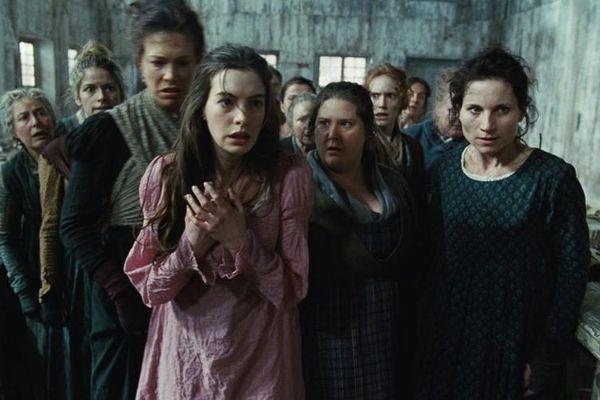 Vì sao nàng Fantine trong Những người khốn khổ bán tóc, bán răng?