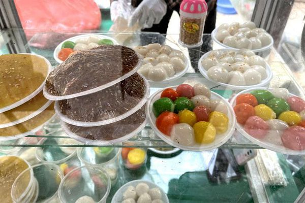 Tết Hàn thực: Thị trường bánh trôi, bánh chay sôi động đắt khách từ sáng sớm