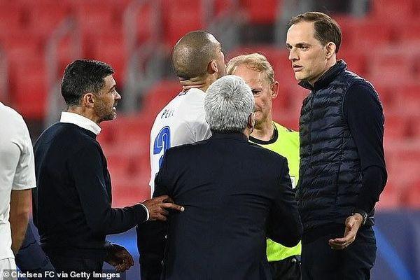 HLV Chelsea bị tố xúc phạm đồng nghiệp, suýt tẩn nhau với cầu thủ