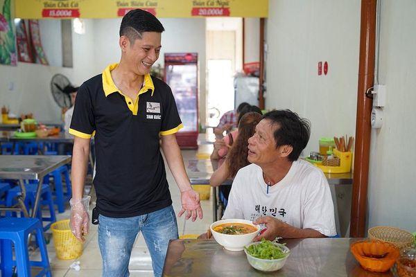 Ông chủ 9X và quán 2.000 đồng cho người nghèo ở Đà Nẵng