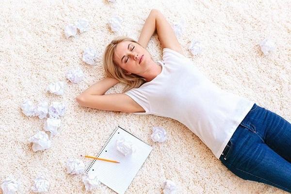 Điều gì xảy ra với làn da khi ngủ không gối?