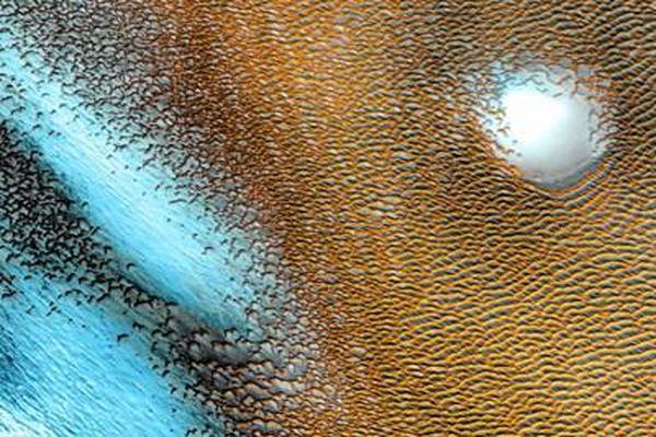 Giải mã 'cấu trúc xanh' kỳ lạ phát sáng trên sao Hỏa gây bão giới khoa học