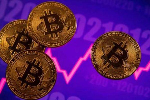 Bitcoin thiết lập kỷ lục mới về giá băng băng tiến về mốc 70.000 USD