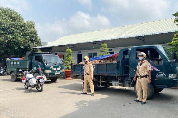 Chợ Mới: Lập biên bản 26 trường hợp vi phạm, tạm giữ 21 phương tiện xe tải chở đất mặt
