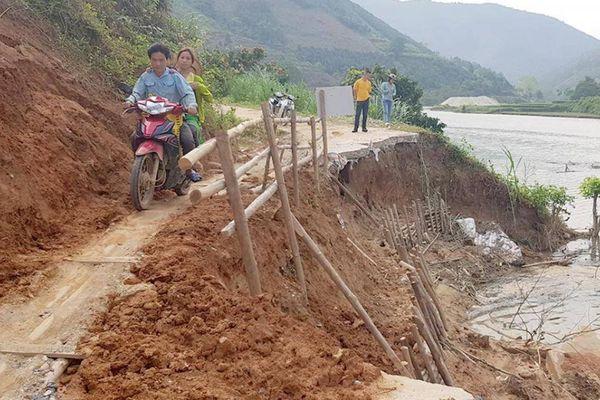 Lào Cai: Thủy điện 'nuốt' đường, hiểm họa 'treo' đầu dân