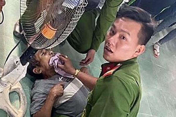 Tổ cấp CCCD sơ, cấp cứu kịp thời một người dân bị động kinh