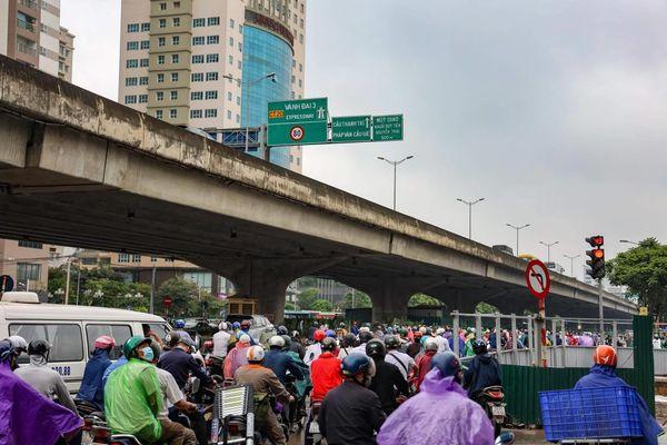 Hà Nội: Thi công hầm chui Lê Văn Lương không đúng giấy phép gây ùn tắc kéo dài