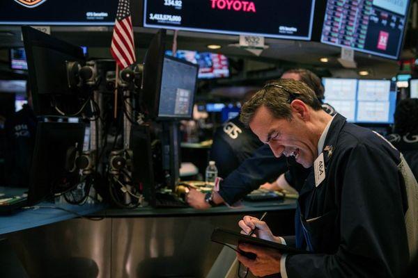 Giao dịch chứng khoán khối ngoại ngày 14/4: Bán ròng hơn 1.000 tỷ đồng, tâm điểm là cổ phiếu Vingroup