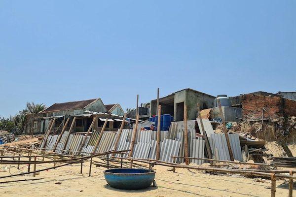 Người dân Quảng Nam đứng trước nguy cơ mất nhà vì biển