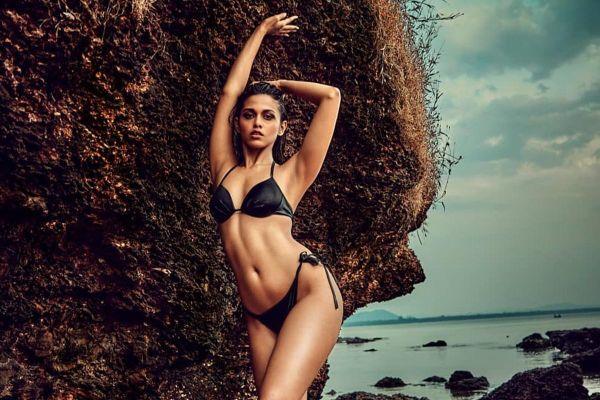 Gu thời trang gợi cảm của hoa hậu Ấn Độ