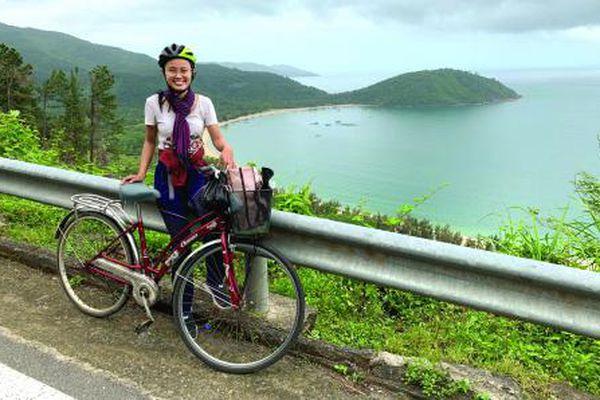 Cô MC 2 lần đạp xe xuyên Việt: Yêu cũng như đi xe đạp, chậm rãi và không phán xét