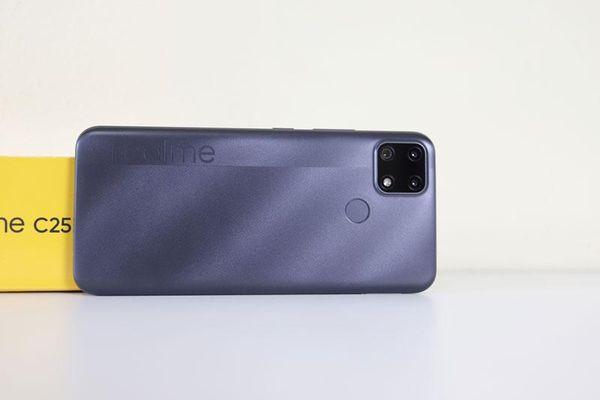 Realme C25 với pin 6.000 mAh, sạc nhanh, 3 camera sau, RAM 4 GB, giá 4,69 triệu tại Việt Nam
