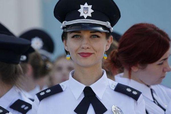 Mê mẩn khi ngắm nhìn những nữ cảnh sát xinh đẹp trên khắp thế giới