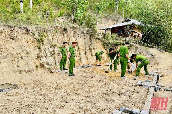 Cán bộ, giảng viên, sinh viên Học viện CSND thực hiện chương trình 'dân vận' tại huyện Mường Lát