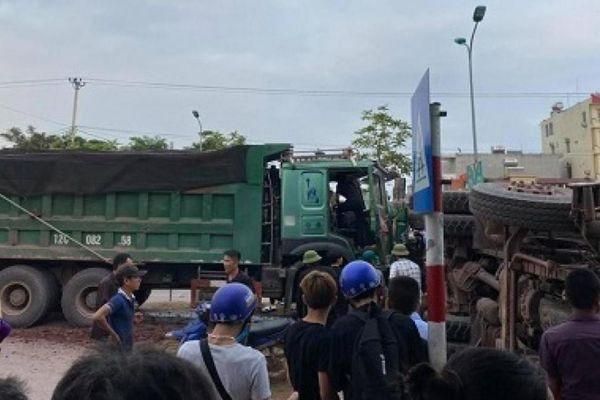 Xe tải chuyển hướng không nhường đường gây TNGT, hai tài xế bị thương