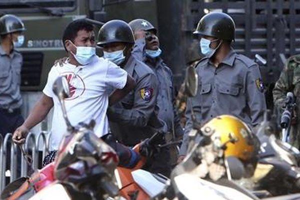 Thủ lĩnh nhóm biểu tình tại Myanmar bị bắt giữ