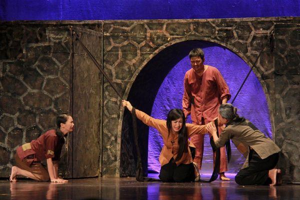Nhà hát Kịch Hà Nội cho hơn 30 diễn viên nghỉ việc vì... Covid-19