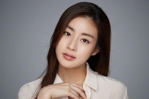 Tình cũ Hyun Bin, Kang Sora đã sinh con đầu lòng