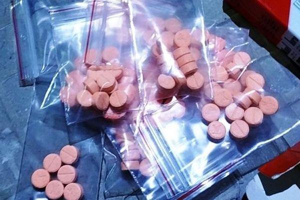 Tài xế Grab bị 'bom hàng' hơn 1000 viên ma túy tổng hợp